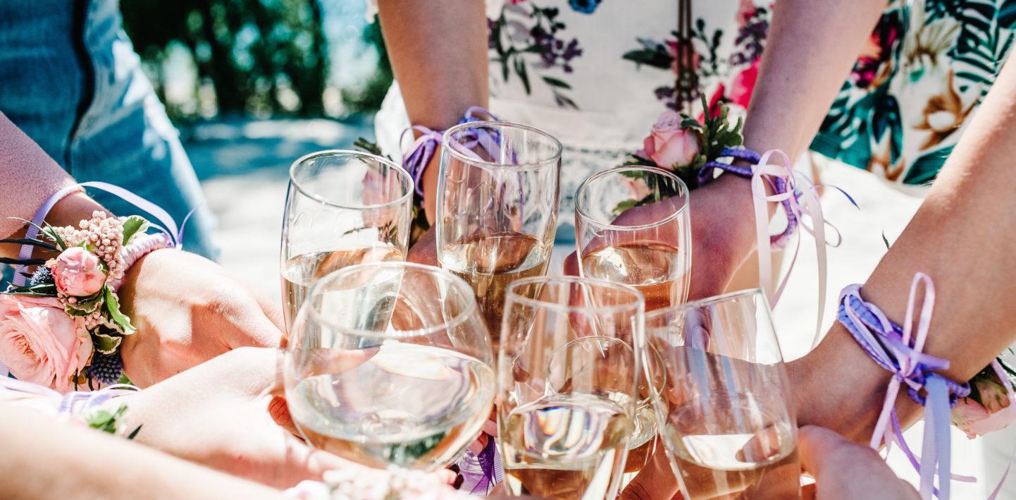 Wieczór panieński – jakie wino wybrać natę okazję?