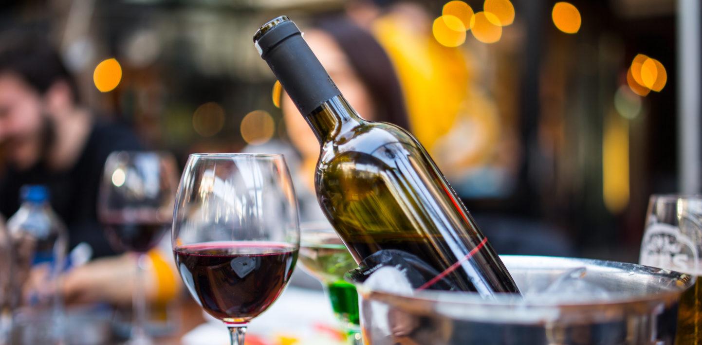 Schładzanie iprzechowywanie wina – poznaj najlepsze sposoby!